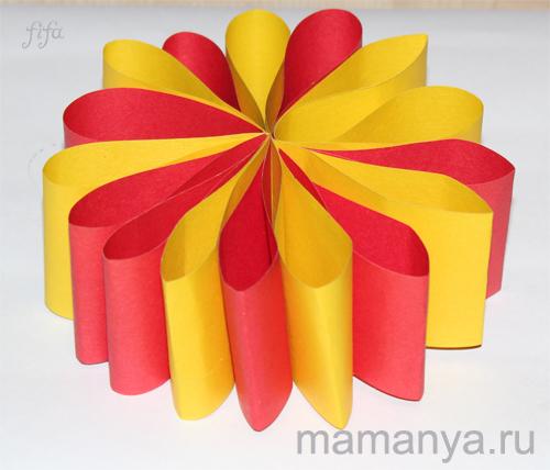 Новогодняя поделка из цветной бумаги своими руками