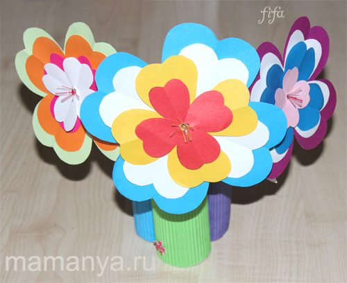 Как сделать своими руками из цветной бумаги цветок